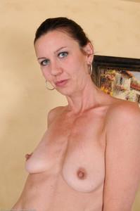 Jizzabelle--45yr-old-Skinny-Mature-Brunette-07di7qxmbm.jpg